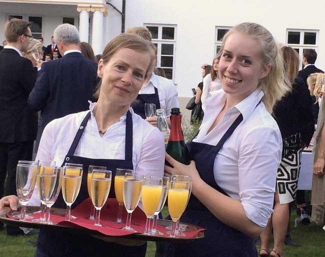 Schwab-Catering-Britta und Marie Schwab in-Gesellschaft